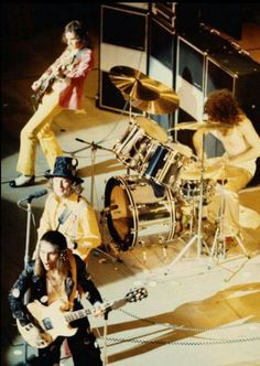 SLADE : ONE OF THE GREAT SING ALONG WITH BANDS.