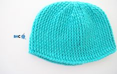 Here is the perfect baby crochet hat to gift or donate! This pattern works up in only a few hours making it perfect for donating or gifting. Crochet Baby Hats, Crochet Scarves, Free Crochet, Knitted Hats, Tunisian Crochet, Roving Yarn, Crocodile Stitch, Yarn Crafts, Crochet Flowers