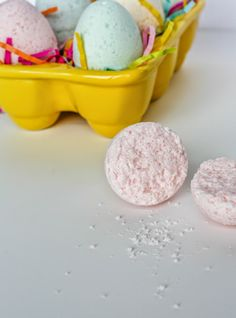 DIY Easter Egg Bath Bombs Baking Soda C. Citric Acid C. Epsom Salts C. Safflower Oil (or any other light oil) 3 drops food coloring 1 tsp. Easter Crafts, Fun Crafts, Crafts For Kids, Creative Crafts, Homemade Beauty, Homemade Gifts, Diy Beauty, Homemade Bath Scrub, Making Easter Eggs