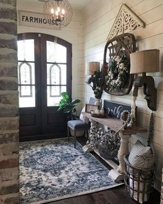 When homeowners invite guests and company into their home typically the first thing that visitors see is the living room, or family room, of the house. Unless there is a foyer before the living roo… Entry Way Design, Foyer Design, Interior Design Living Room, Living Room Designs, Room Interior, Home Living Room, Living Room Decor, Country Farmhouse Decor, Antique Farmhouse
