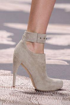 Glamour a tus pies: los zapatos más chic de las semanas de la moda. Vera Wang Otoño / Invierno 2013