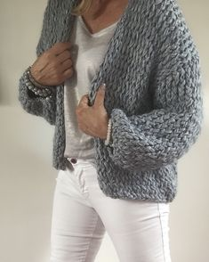 Jumper Knitting Pattern, Knitting Stiches, Knit Fashion, Sweater Fashion, Crochet Cardigan, Knit Crochet, Woolen Clothes, Cool Outfits, Fashion Outfits