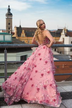 Formal Wear, Formal Dresses, Lace, How To Wear, Fashion Design, Dresses For Formal, Formal Gowns, Formal Dress, Racing