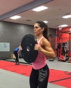 9,560 mentions J'aime, 190 commentaires – Alexia Clark (@alexia_clark) sur Instagram : « Shoulder Cap Crave Circuit! Wanna work on those caps? This is a killer circuit that's going to… »