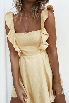 yellow summer ruffle dress | beach fashion | vacation fashion outfits