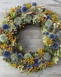Diy Flowers, Flower Decorations, Dried Flower Wreaths, Holiday Wreaths, Plant Decor, Floral Wreath, Diy Crafts, Christmas, Fall Decorating