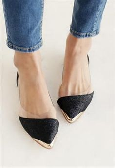 Summer Collection: Agnes Shiny Pointy Shoes in Black