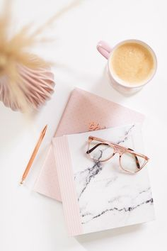 7 Daily Habits That Changed My Life - Margot In Progress Flat Lay Photography, Book Photography, Photography Branding, Instagram Storie, Book Instagram, Organizar Instagram, Coffee Table 2019, Flat Lay Inspiration, This Girl Can