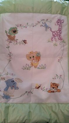 Baby quilt Baby Applique, Baby Embroidery, Applique Patterns, Baby Patterns, Embroidery Designs, Baby Crib Sheets, Baby Bedding Sets, Vintage Crib, Vintage Quilts