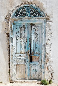 umla:    Rotten door by superfalloutboy on Flickr.