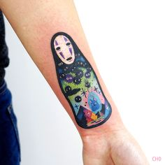 24 Bold and Colorful Tattoo Designs by Chotattooer No-Face / Kaonashi Tattoo von Chotattooer Anime Tattoos, Leg Tattoos, Tattoos For Women Small, Small Tattoos, Tattoo Sketches, Tattoo Drawings, Tattoo Samurai, Studio Ghibli Tattoo, Framed Tattoo