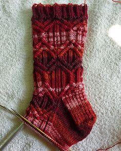 Ravelry: frettchen's Ohm Sock Knitting, Knitting Stitches, Knitting Patterns, Crochet Socks, Knit Socks, Knit Crochet, Woolen Socks, Comfy Socks, Patterned Socks
