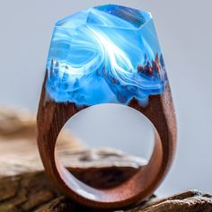 Magic wooden jewelry - handmade rings from Secret Wood - Ringe - Resin Wood Wooden Rings, Wooden Jewelry, Resin Jewelry, Bijoux Design, Schmuck Design, Wood Resin, Resin Art, Handmade Rings, Handmade Jewelry