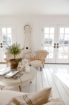 Grand Rapids Michigan Blogger, Liz Marie, shares her latest find, and antique european mora clock. Come find out where you can purchase your own! Modern Farmhouse Decor, Farmhouse Furniture, Vintage Farmhouse, White Painted Floors, White Wood Floors, Blogger Home, Shabby Chic Interiors, Home Decor Inspiration, Decor Ideas