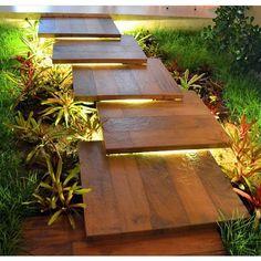 ||Escada sucesso!! Um Mix de madeira, iluminação e paisagismo incrível! Por:Rony Macedo Arquiteto Vejam també