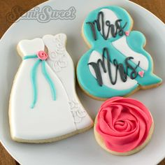 How to Make Wedding Couple Cookies - Semi Sweet Designs Bridesmaid Cookies, Be My Bridesmaid, Wedding Reception Layout, Wedding Ideas, Lesbian Wedding Photos, Biscuit Decoration, Wedding Shower Cookies, Wedding Picture Frames, Bridal Party Shirts