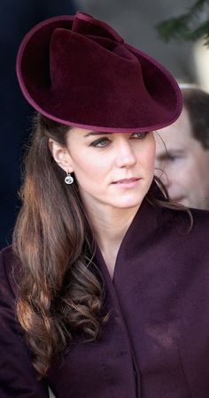 Kate Middleton Photos Photos: British Royals Attend Christmas Day Service At Sandringham Catherine, Duchess of Cambridge chooses a pretty plum colored hat (not sure of the maker) for her first Christmas service at Sandringham. Kate Middleton Schmuck, Moda Kate Middleton, Kate Middleton Jewelry, Style Kate Middleton, Princesse Kate Middleton, Kate Middleton Photos, Prince William And Kate, William Kate, Princess Kate