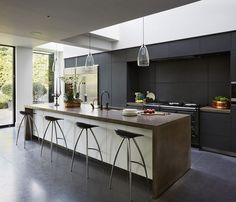 What would the kitchen space of your goals resemble if loan were no object? Our team discuss a number of our much-loved luxury kitchen design tips to influence you If loan were no item, what would … Kitchen Renovation, Diy Kitchen Decor, Contemporary Kitchen, Kitchen Remodel, Home Kitchens, Kitchen Design, Kitchen Interior, Luxury Kitchens, Kitchen Living
