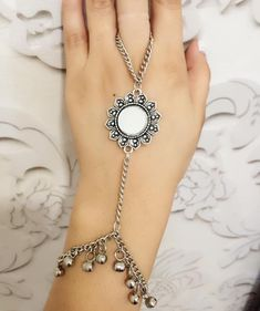 Antique Jewellery Designs, Fancy Jewellery, Stylish Jewelry, Fashion Jewelry, Ankle Jewelry, Hand Jewelry, Metal Jewelry, Indian Jewelry Sets, Jewelry Design Earrings