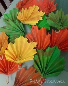 Autumn crafts for preschoolers Easy Fall Crafts, Fall Crafts For Kids, Holiday Crafts, Art For Kids, Diy And Crafts, Kids Crafts, Paper Crafts, Paper Medallions, Paper Fan Decorations