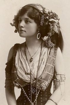 Love the look of this gypsy girl