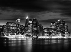 """Photo by Jean Michel Berts portraitist of cities specializing in black and white photos. Photo of the book """"Light of New York"""" Ed: Assouline Assouline, Jean Michel, City Lights, Manhattan, New York Skyline, Cities, Black And White, Night, Book"""