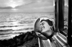 Two lovers on a beach in California  http://cdn.viralnova.com/wp-content/uploads/2013/07/awesome-photos13.jpg