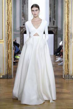 Kaviar Gauche Spring/Summer 2017 - Sans Souci - Brautmode aus Berlin #kaviargauche #sanssouci #brautmode #braut2017 #braut #bridaldress #hochzeitsblog #evetichwill