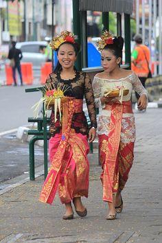 Mädchen und traditionelle Kleidung