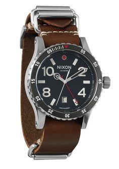 Reloj Nixon estilo aviador años 50