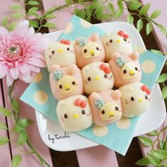 Hello Kitty & My Melody bread rolls Japanese Bread, Japanese Sweets, Japanese Candy, Cute Food Art, Food Art For Kids, Preteen Birthday Parties, Dessert Chef, Tempura, Sentimental Circus