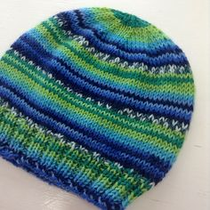Child's Self-striping Hat by Janet D. Russell: This pattern was written for the Adriafil Knitcol self-striping yarn Baby Hat Knitting Pattern, Beanie Pattern, Knitting Socks, Knitting Patterns Free, Knit Patterns, Baby Knitting, Free Pattern, Knitted Hats Kids, Knitting For Kids