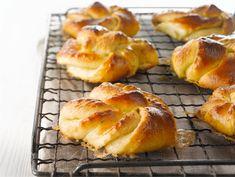 Vaniljakierrepullat Fudge, Finnish Recipes, Sweet Pastries, Sweet And Salty, Something Sweet, Yummy Cakes, Bakery, Deserts, Dessert Recipes