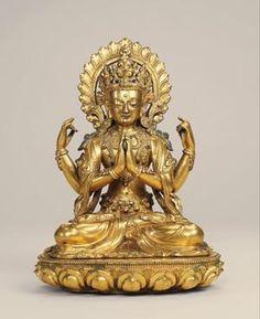 """四臂观音 创作年代 15世纪 尺寸 高23.5cm 估价 800,000 - 1,200,000 RMB  作品描述 汉藏风格,铜鎏金 四臂观音又称""""六字观音"""",是藏传佛教大悲观音的主尊,代表大悲、大智、大力,四臂寓意是慈、悲、喜、舍四无量,是密乘行者修心的法门,受到信徒的广泛崇信,与文殊菩萨、金刚手菩萨合称""""三部怙主"""",也是雪域西藏的守护神。, 此尊结全跏跌坐于单层仰式莲花座之上。主臂两手合掌于胸前,表示智慧与方便合一双运;后二臂右手持念珠,表示救度众生出脱轮回;左手持莲花,表示清净无烦恼,惜法器均已佚失。头戴五叶花冠,高发髻,宝珠顶严。耳垂圆珰,余发垂肩,耳际宝缯飞扬。面相俊美,神态宁静安祥。上身双肩搭帔帛,胸前装饰有华美的璎珞,手臂佩臂钏,下身着长裙,腰带束带。帔帛及裙子皆用写实手法表现,给人以强烈的丝织物感觉。下承单层仰式莲座,上缘饰有连珠纹,莲花瓣为双层,饱满而修长。脑后饰有头光,上刻藏文赞语。整体鎏金厚重华美,铸造精良,带有明显的明代早期永宣宫廷造像特点,值得格外关注。 拍卖公司 北京保利国际拍卖有限公司 拍卖会 北京保利十周年秋季拍卖会 专场名称…"""