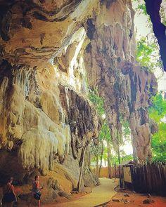 Caverna em #Raileybeach #thailandluxe #thailandinsider #thailandtextbook #aboutthailand #tailandia #thailand  #asia #blogmochilando