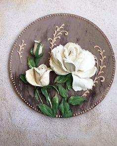 Cold Porcelain Flowers, Ceramic Flowers, Plaster Art, Sculpture Painting, Clay Figures, Painting Techniques, Cookie Decorating, Wood Art, Flower Art