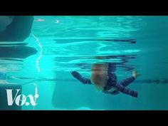 ▶ Watch a 6-month-old learn to save himself from drowning | Observatory #10 - YouTube
