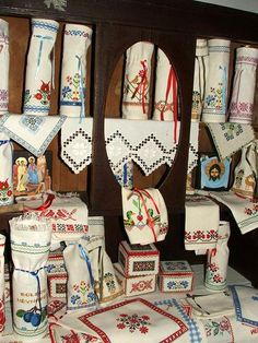 ALL, THAT IS HUNGARIAN - Homespun and cross stitch embroidery of Bereg in the Provincial House of Tákos Cross Stitch Embroidery, Embroidery Patterns, Hungarian Embroidery, Embroidery For Beginners, Chain Stitch, Starter Kit, Hobbit, Rainbow Colors, Reusable Tote Bags