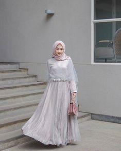 Hijab Dress Party, Kebaya Dress, Bridesmaid Dresses, Prom Dresses, Dress Outfits, Graduation, Model, Collection, Fashion