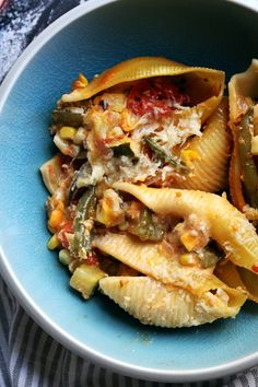Jumbo stuffed shells filled with a mix of summer vegetables - corn, cherry tomatoes, zucchini, red onion, green beans - and then topped with a corn-infused cream sauce. Healthy Meat Recipes, Vegetarian Appetizers, Veggie Recipes, Pasta Recipes, Vegetarian Recipes, Cooking Recipes, Vegetarian Diets, Veggie Meals, Healthy Food