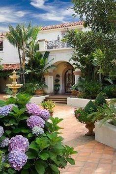 Mediterranean courtyard #casascolonialesguatemala