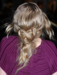 Amanda Seyfrieds gorgeous, blonde hairstyle