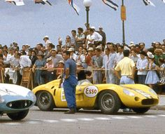 Harry Schell on the grid in the yellow Maserati 300S. Cuba 1957