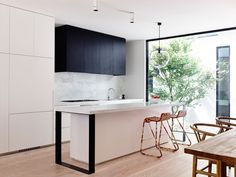 Melbourne House Created by Inglis Architects kitchen interior Narrow House Designs, Style Minimaliste, Melbourne House, Kitchen Dinning, Kitchen Island, Kitchen Cabinets, Interior Decorating, Interior Design, Interior Photo
