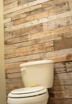 Pallets Recycled recycled pallet bathroom accent wall - so managed the pallet into some according sizes and got a perfect DIY pallet bathroom wall design out of it. It came up with nice overwhelming art and make Pallet Wall Bathroom, Pallet Accent Wall, Bathroom Accent Wall, Bathroom Accents, Pallet Walls, Downstairs Bathroom, Cream Bathroom, Bathroom Sets, Pallet Beds