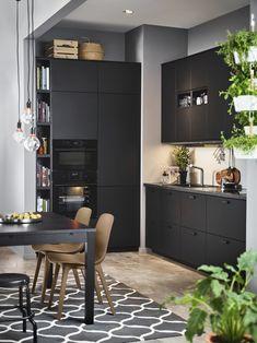 METOD/KUNGSBACKA keuken | IKEA IKEAnl IKEAnederland designdroom keuken inspiratie wooninspiratie interieur wooninterieur eettafel eetstoel ODGER eetkamerstoel stoel duurzaam natuurlijk recycling recycle trend trendy hip trends design
