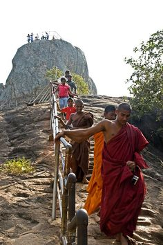Buddhist Monks, Mihintale, Sri Lanka (www.secretlanka.com)