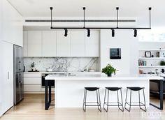 Modern Kitchen Interior Remodeling 97 Fancy Black and White Kitchen Ideas Interior Design Kitchen, Home Decor Kitchen, White Modern Kitchen, White Marble Kitchen, Interior, Minimalist Kitchen, Kitchen Remodel, White Kitchen Marble Backsplash, Contemporary Kitchen