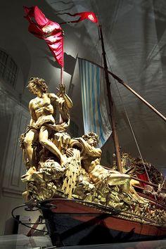 Bucintoro dei Savoia (1731). Il gruppo statuario di prua, con Narciso e le allegorie del Po e dell'Adige.