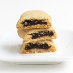 If you've always wanted to try your own fig Newton recipe, try these Homemade Berry Newtons! It's a really easy recipe for a homemade version of Newtons that's actually a little healthier for you. Crinkle Cookies, Fig Cookies, Fig Newton Recipe, Homemade Fig Newtons, Sandwiches, Galletas Cookies, The Fresh, Sweet Recipes, Healthy Recipes